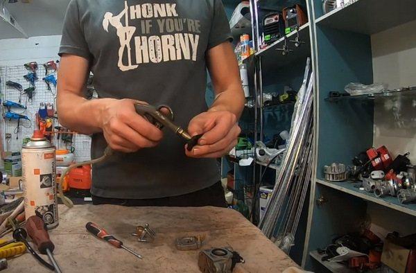 Как отрегулировать карбюратор на триммер Хутер